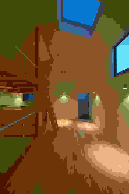 Modern windows & doors by (有)菰田建築設計事務所 Modern