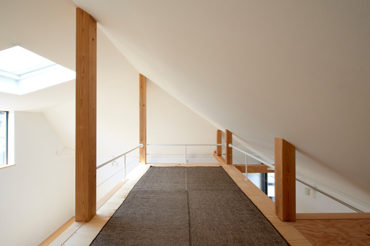 Salas multimedia de estilo moderno de (有)菰田建築設計事務所 Moderno