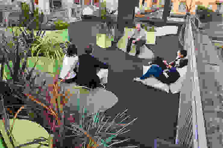 Modern balcony, veranda & terrace by Floema srl Modern