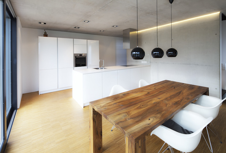 Minimalist kitchen by Schiller Architektur BDA Minimalist