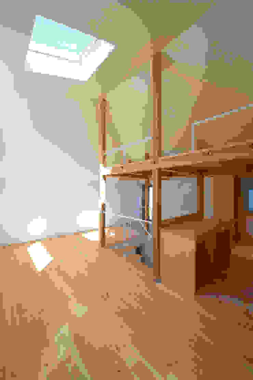 Moderne Wohnzimmer von (有)菰田建築設計事務所 Modern