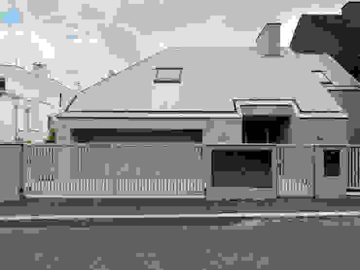 Projekty,  Domy zaprojektowane przez Moser Architects, Minimalistyczny