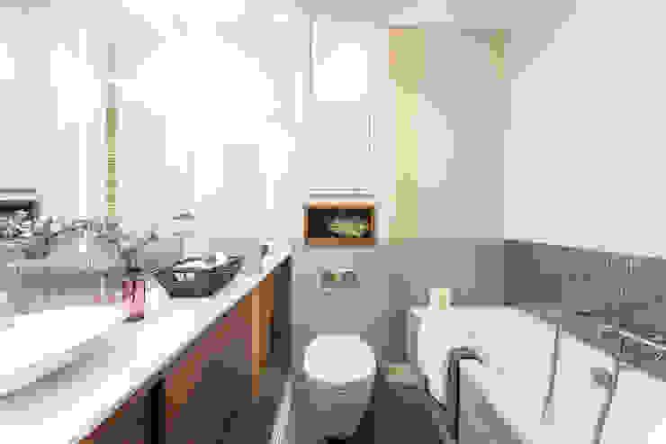 Mieszkanie – Warszawa – 45 m2 Nowoczesna łazienka od Mprojekt Nowoczesny