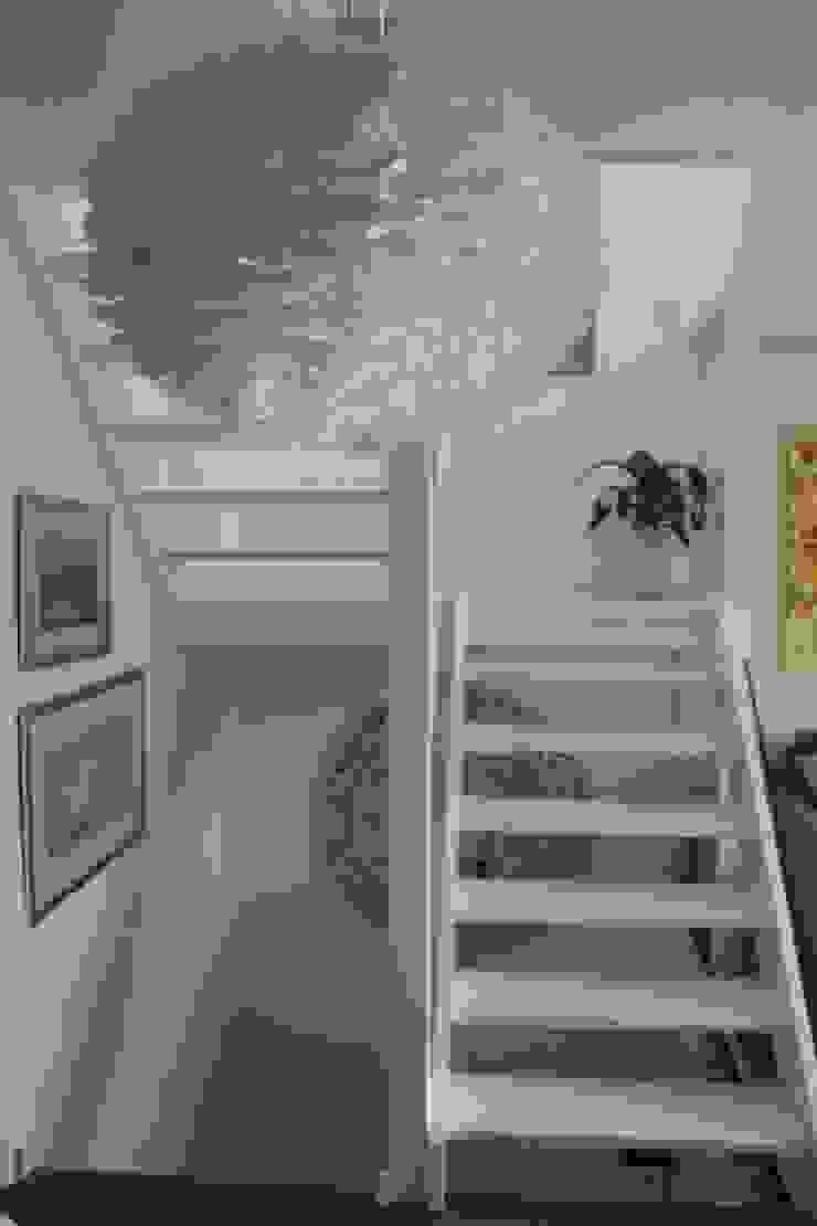 Contemporary five bedroom house in Cambridge by AZ Interiors AZ INTERIORS Scandinavian style corridor, hallway& stairs