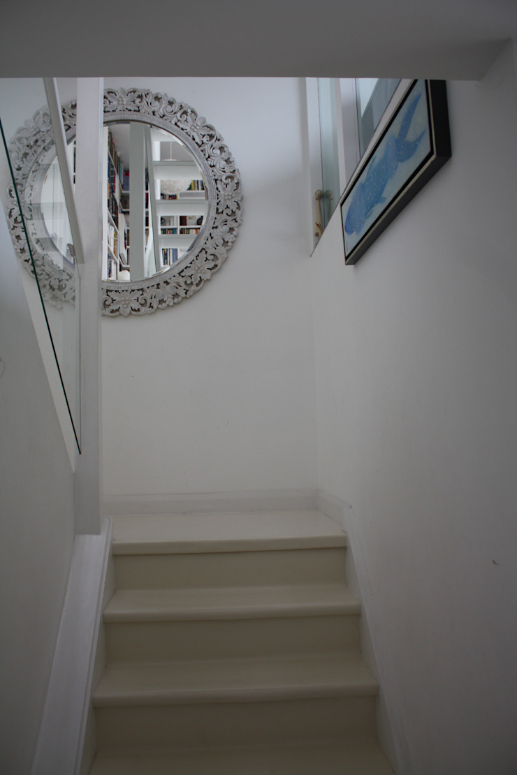 Staircase up to first floor living room AZ INTERIORS Corridor, hallway & stairsAccessories & decoration