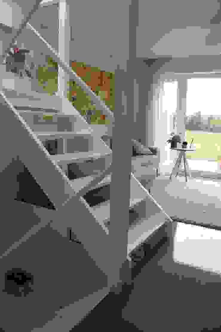Contemporary five bedroom house in Cambridge by AZ Interiors AZ INTERIORS Modern living room