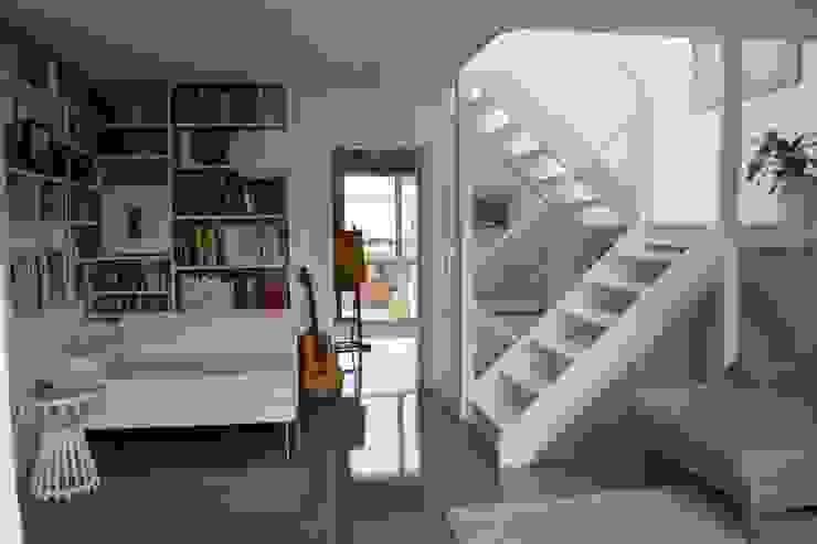 Contemporary five bedroom house in Cambridge by AZ Interiors AZ INTERIORS Scandinavian style living room