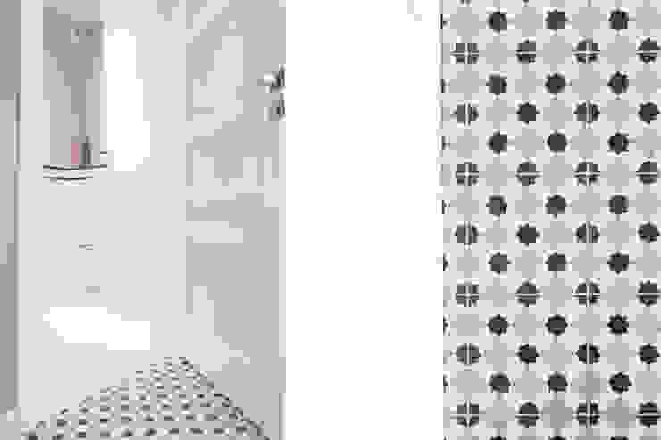 Mieszkanie – Warszawa – 85 m2 Nowoczesny korytarz, przedpokój i schody od Mprojekt Nowoczesny