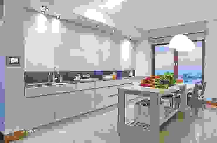 HOUSE WITH A PERSPECTIVE: styl , w kategorii Kuchnia zaprojektowany przez SARNA ARCHITECTS   Interior Design Studio,Nowoczesny