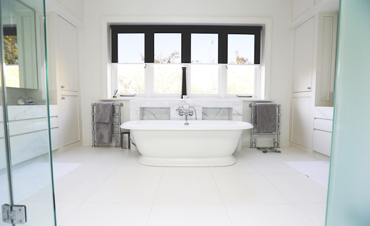 Drummonds Case Study: Tudor House, Roehampton Salle de bain moderne par Drummonds Bathrooms Moderne