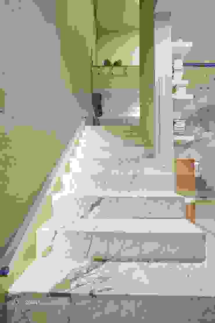 by SARNA ARCHITECTS Interior Design Studio Сучасний