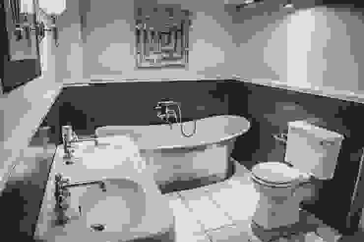 de estilo  por Sovereign Bathroom Centre, Clásico