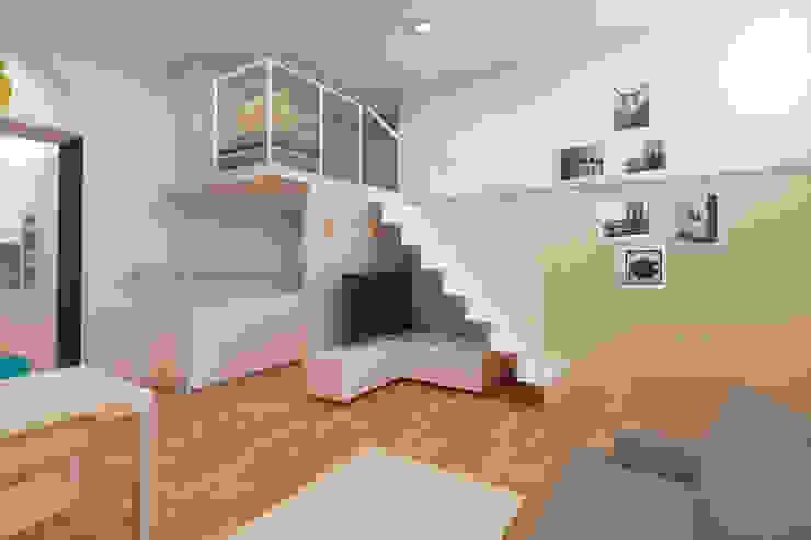 Modern corridor, hallway & stairs by Azzurra Lorenzetto Modern