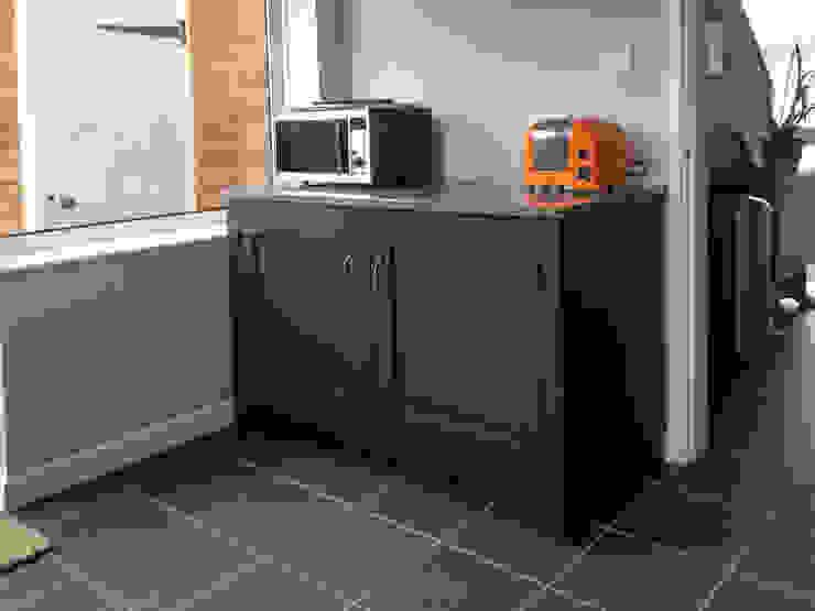 Small kitchen, big bold colour! Cocinas eclécticas de Hallwood Furniture Ecléctico