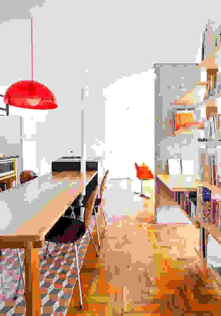 Nhà bếp phong cách hiện đại bởi Zemel+ ARQUITETOS Hiện đại