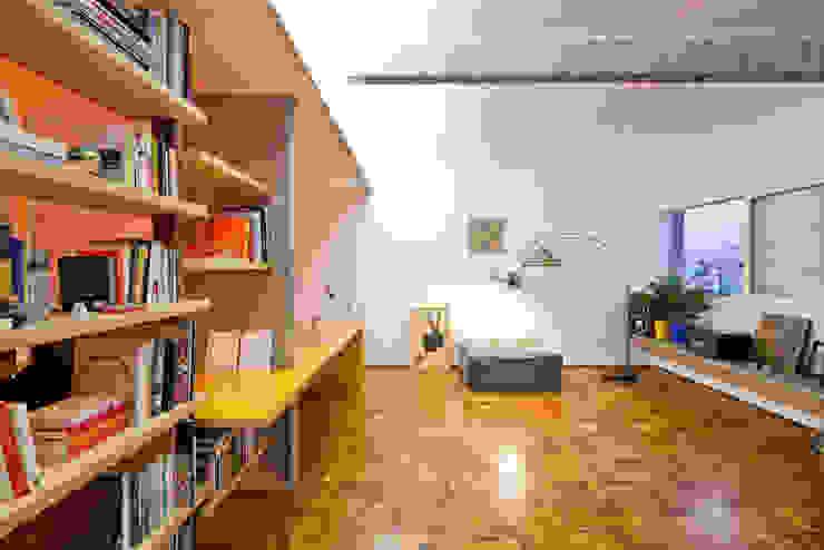 Moderne woonkamers van Zemel+ ARQUITETOS Modern