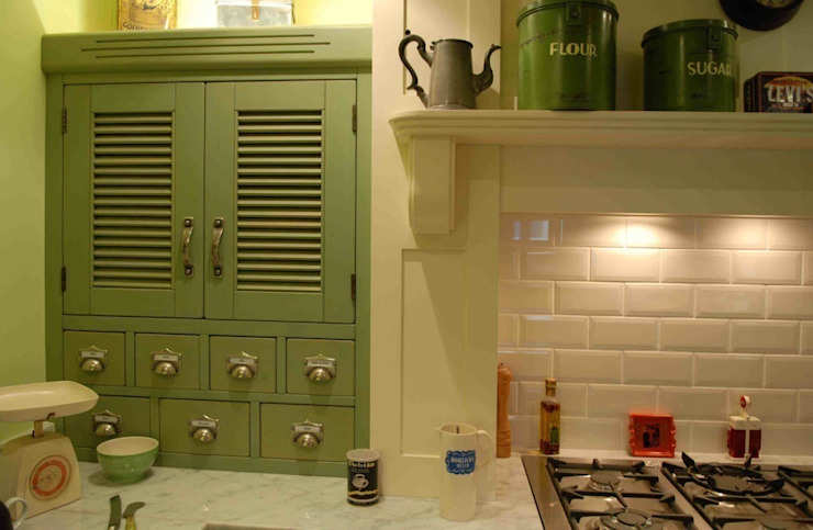 A nod to the 1920's... Cocinas de estilo clásico de Hallwood Furniture Clásico