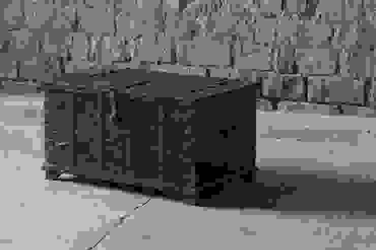 Dulari Antique Rustic Wooden Trunk with Steel Latchwork par Little Tree Furniture Rustique