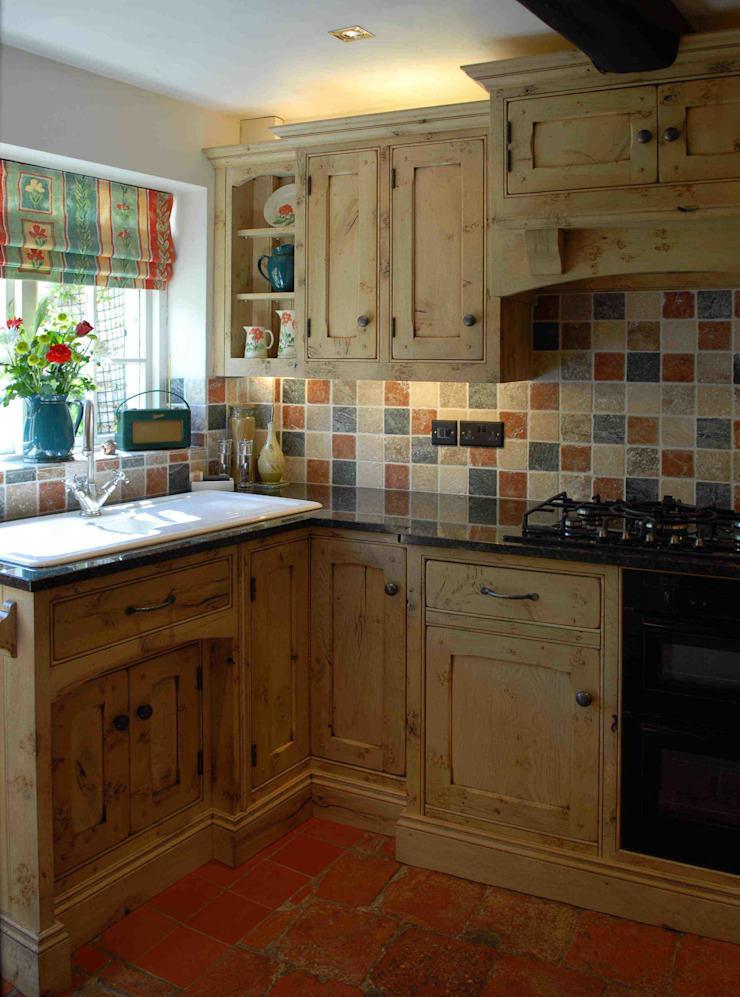 Bleached Oak Kitchen Cocinas rurales de Hallwood Furniture Rural