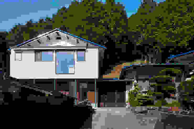外観: 川良昌宏建築設計事務所 Kawara Masahiro Architect Officeが手掛けた現代のです。,モダン