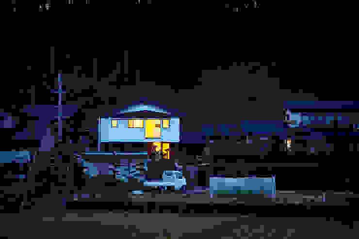 遠景(夜): 川良昌宏建築設計事務所 Kawara Masahiro Architect Officeが手掛けた現代のです。,モダン
