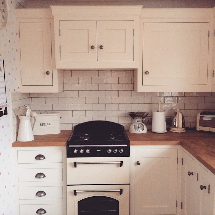 Little Cream Kitchen by Hallwood Furniture Classic