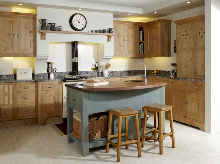Pippy oak island kitchen Dapur Gaya Country Oleh Churchwood Design Country Kayu Wood effect