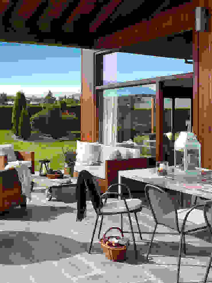 Rustic style balcony, porch & terrace by Deu i Deu Rustic