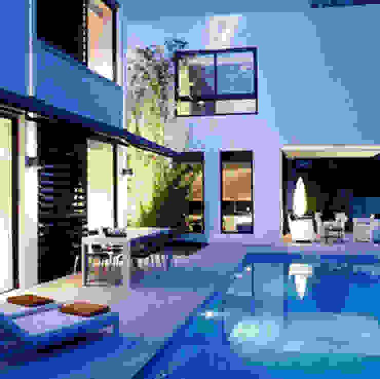 Casa Valldoreix. 2003 Balcones y terrazas de estilo moderno de Deu i Deu Moderno