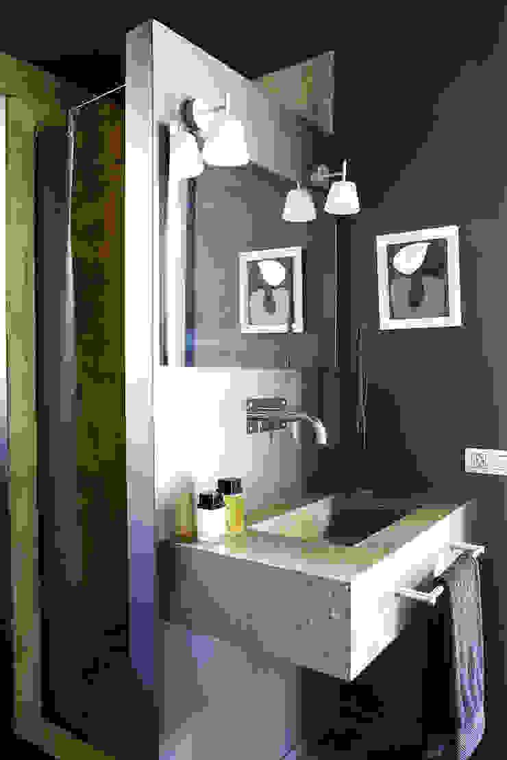 Casa Valldoreix. 2003 Baños de estilo moderno de Deu i Deu Moderno