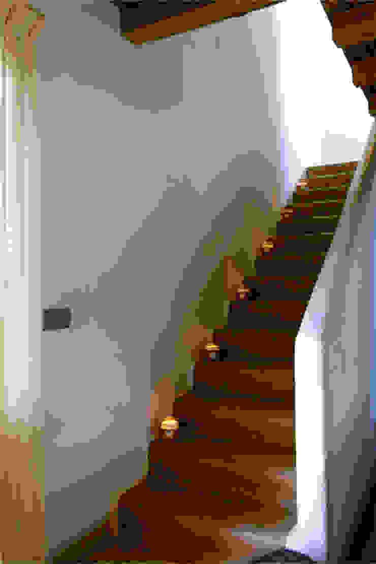 Casa Porto Saler. Formentera. 2000 Pasillos, vestíbulos y escaleras de estilo rústico de Deu i Deu Rústico