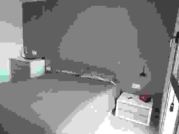 DORMITORIO SUITE, detalle mobiliario y lamparas RENOVA INTERIORS DormitoriosCamas y cabeceros