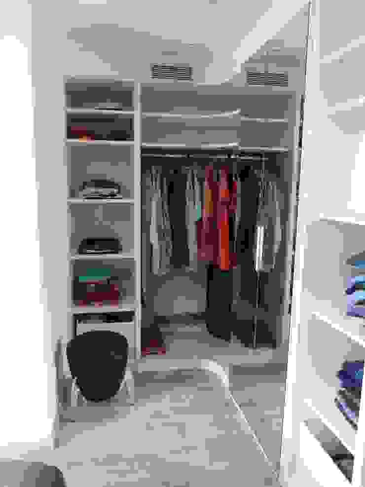 DORMITORIO SUITE. vestidor a medida RENOVA INTERIORS DormitoriosArmarios y cómodas