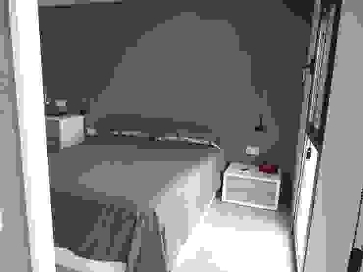 DORMITORIO SUITE, detalle de papel decorativo RENOVA INTERIORS DormitoriosMesillas de noche