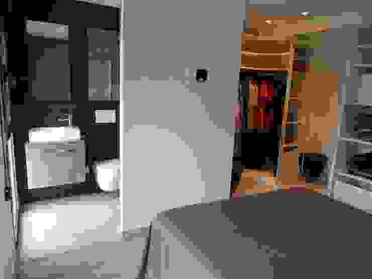 DORMITORIO SUITE RENOVA INTERIORS Dormitorios de estilo moderno
