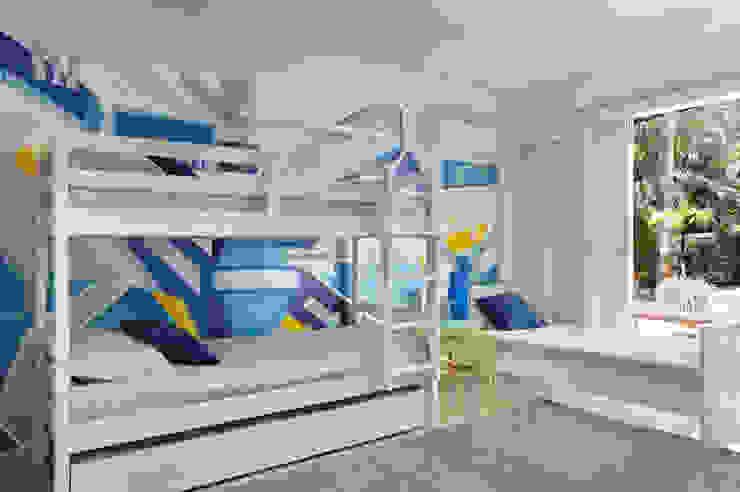 Детская комната в стиле модерн от Lovisaro Arquitetura e Design Модерн