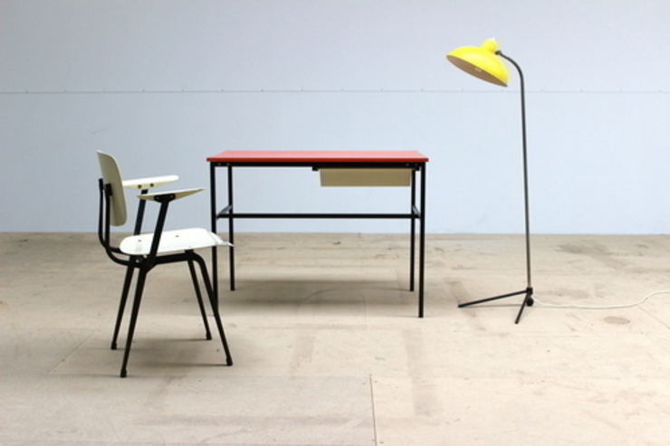 Pierre Guariche Desk od Diagonal Furniture Minimalistyczny