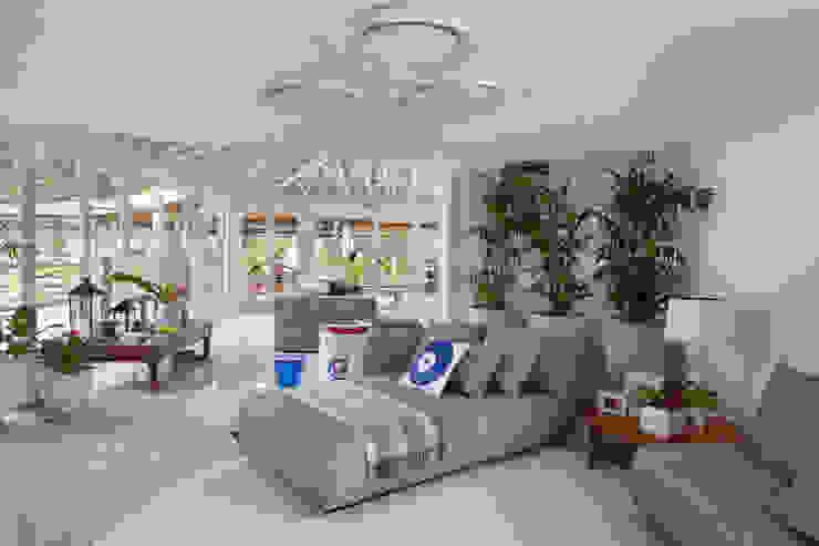 Casa em Angra Salas de estar modernas por Lovisaro Arquitetura e Design Moderno