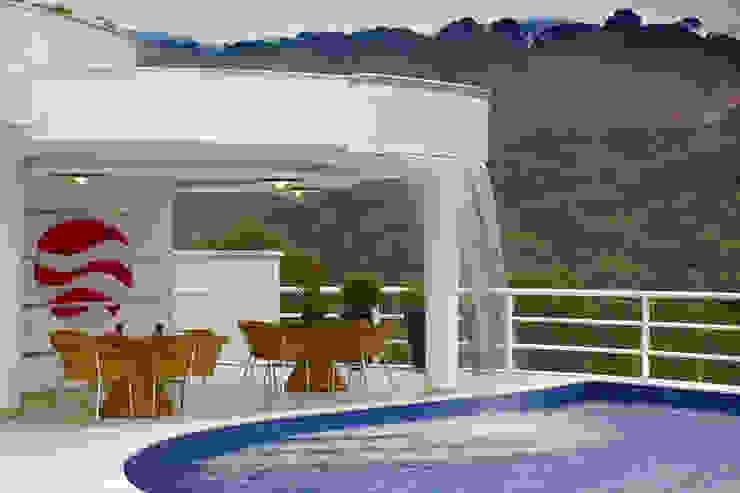 Casa da Serra Piscinas modernas por Arquiteto Aquiles Nícolas Kílaris Moderno