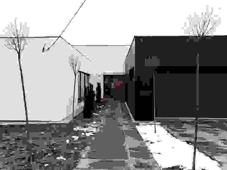 Third House from the Sun Minimalistyczne domy od Le 2 Workshop Minimalistyczny