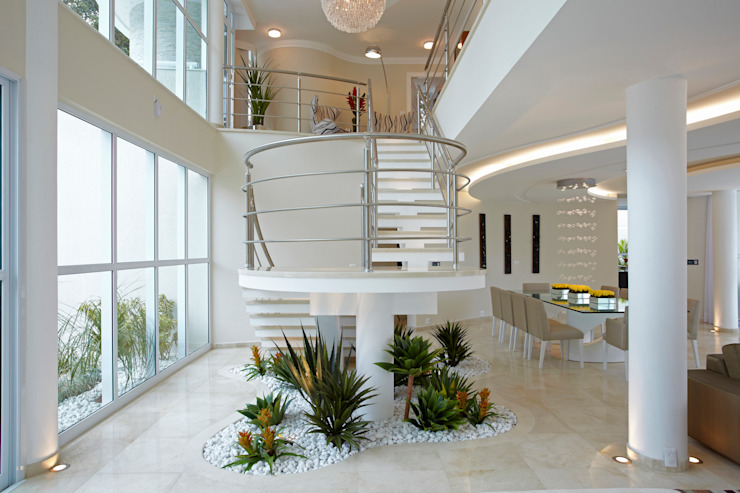 Casa da Serra Corredores, halls e escadas modernos por Arquiteto Aquiles Nícolas Kílaris Moderno