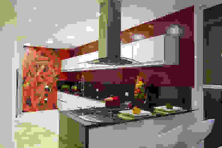 Cucina moderna di Arquiteto Aquiles Nícolas Kílaris Moderno