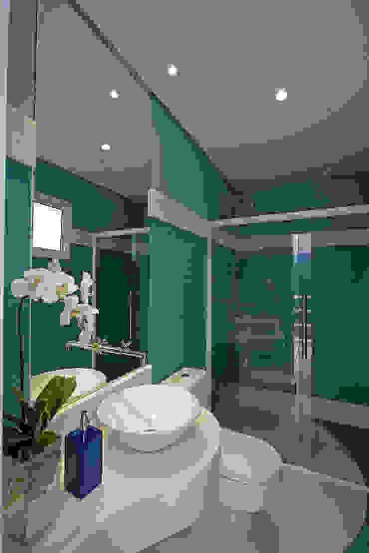 Casa da Serra Banheiros modernos por Arquiteto Aquiles Nícolas Kílaris Moderno