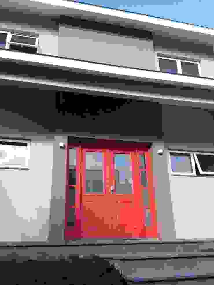 Porta Principal Casas modernas por Tuti Arquitetura e Inovação Moderno