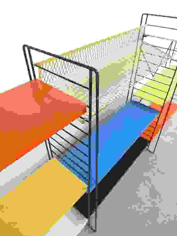 Tomado Floor Standing Shelves de Diagonal Furniture Minimalista