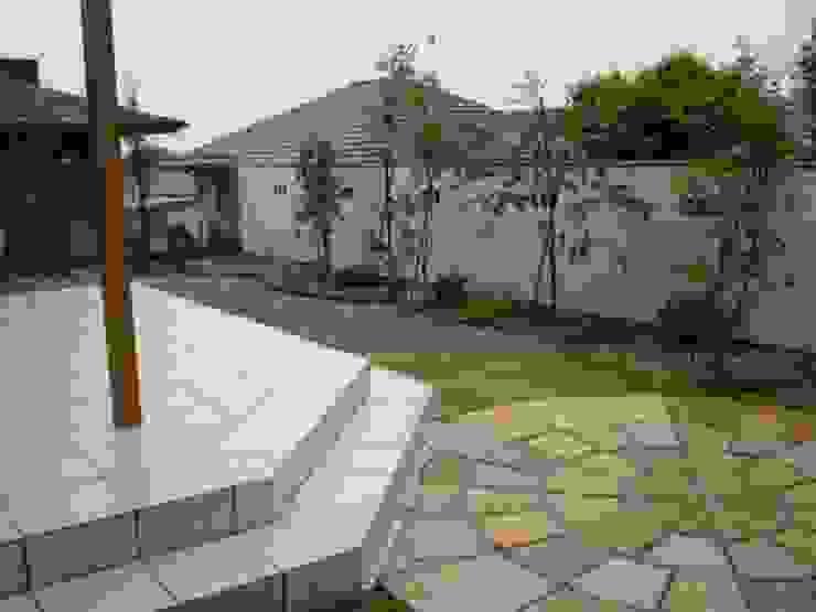 アーテック・にしかわ/アーテック一級建築士事務所 Eclectic style gardens