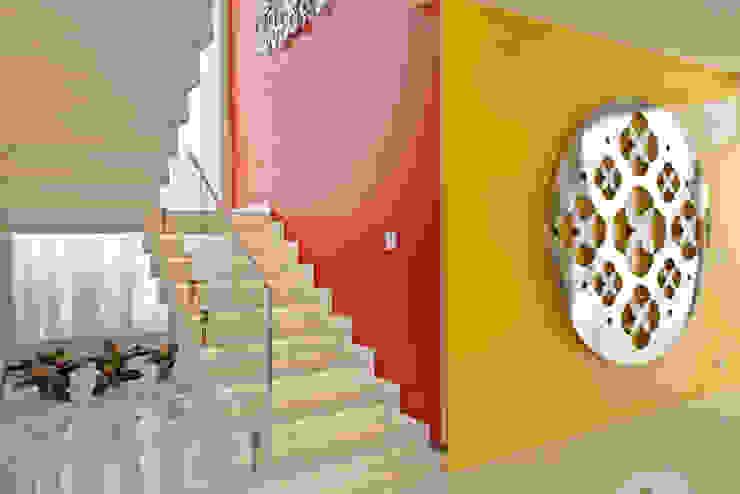 Pasillos y vestíbulos de estilo  por Designer de Interiores e Paisagista Iara Kílaris, Moderno