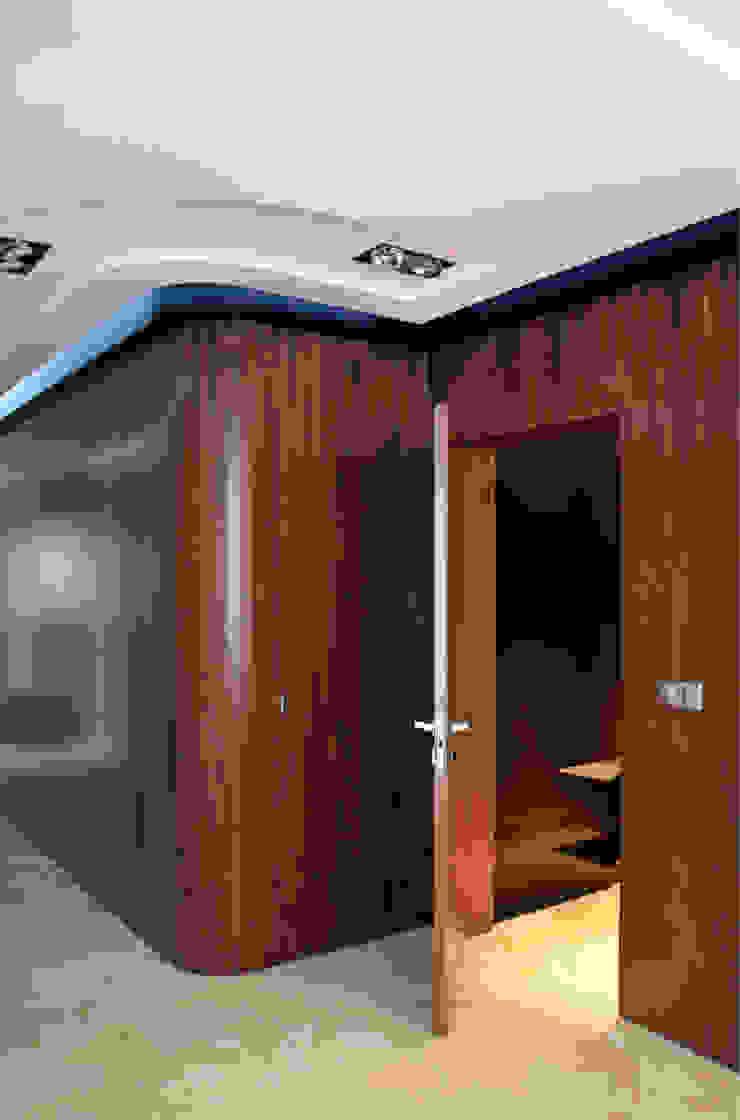 apartament w Krakowie Nowoczesny korytarz, przedpokój i schody od dot.projekt Nowoczesny
