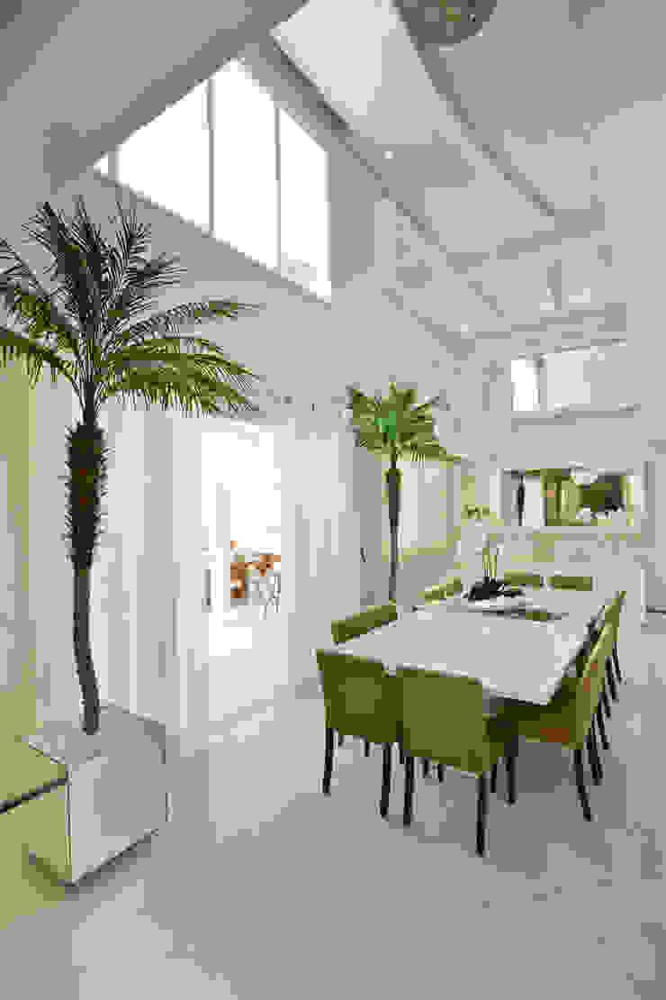 Comedores de estilo moderno de Designer de Interiores e Paisagista Iara Kílaris Moderno