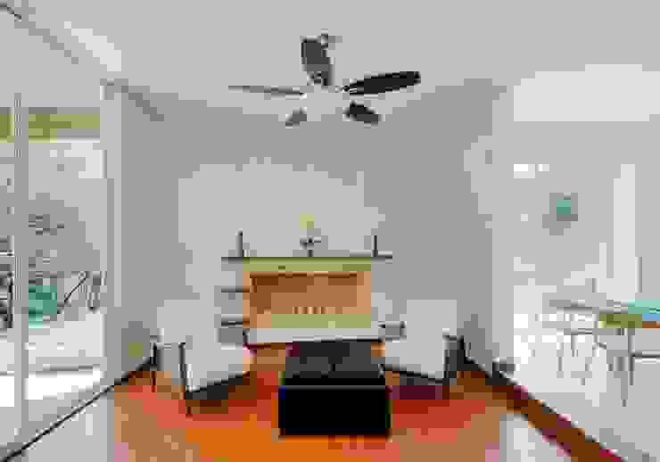 Modern living room by Excelencia en Diseño Modern